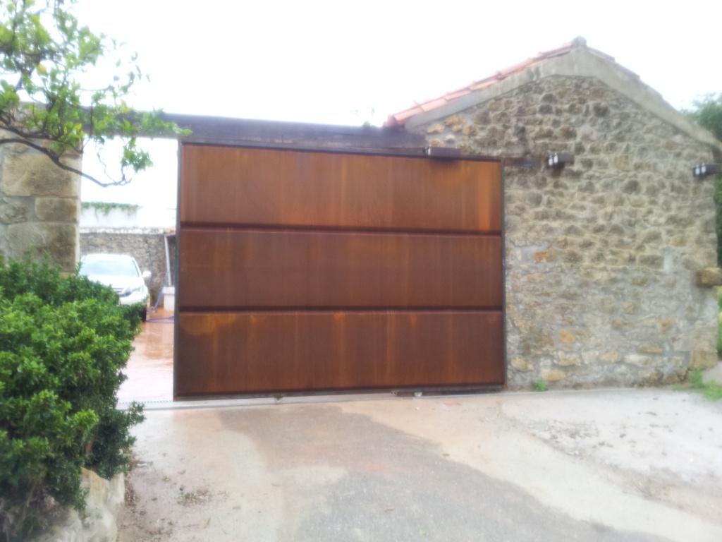 Porton corredero de acero corten aft construcciones - Acero corten fachadas ...